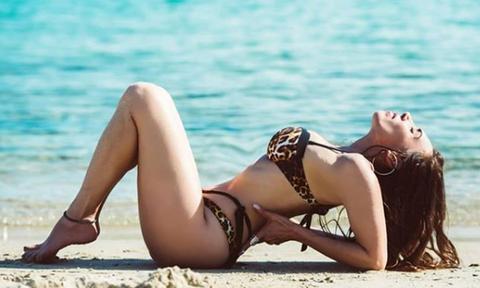 Μάγκυ Χαραλαμπίδου: Η topless φωτογραφία με μαγιό που «έριξε» το Instagram