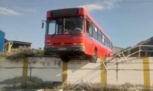 Τρόμος στην Θεσσαλονίκη: Έσπασαν τα φρένα στο λεωφορείο - Βγήκε εκτός δρόμου