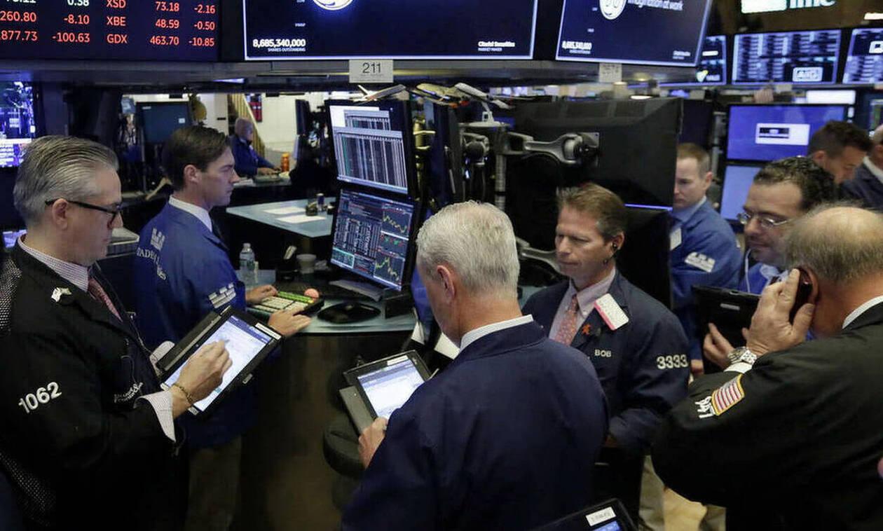 Η υποτίμηση του γουάν έφερε μεγάλες απώλειες στη Wall Street