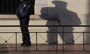 Εξάρχεια: Βρέθηκε κλεμμένο όπλο αστυνομικού στην κατοχή διακινητή ναρκωτικών