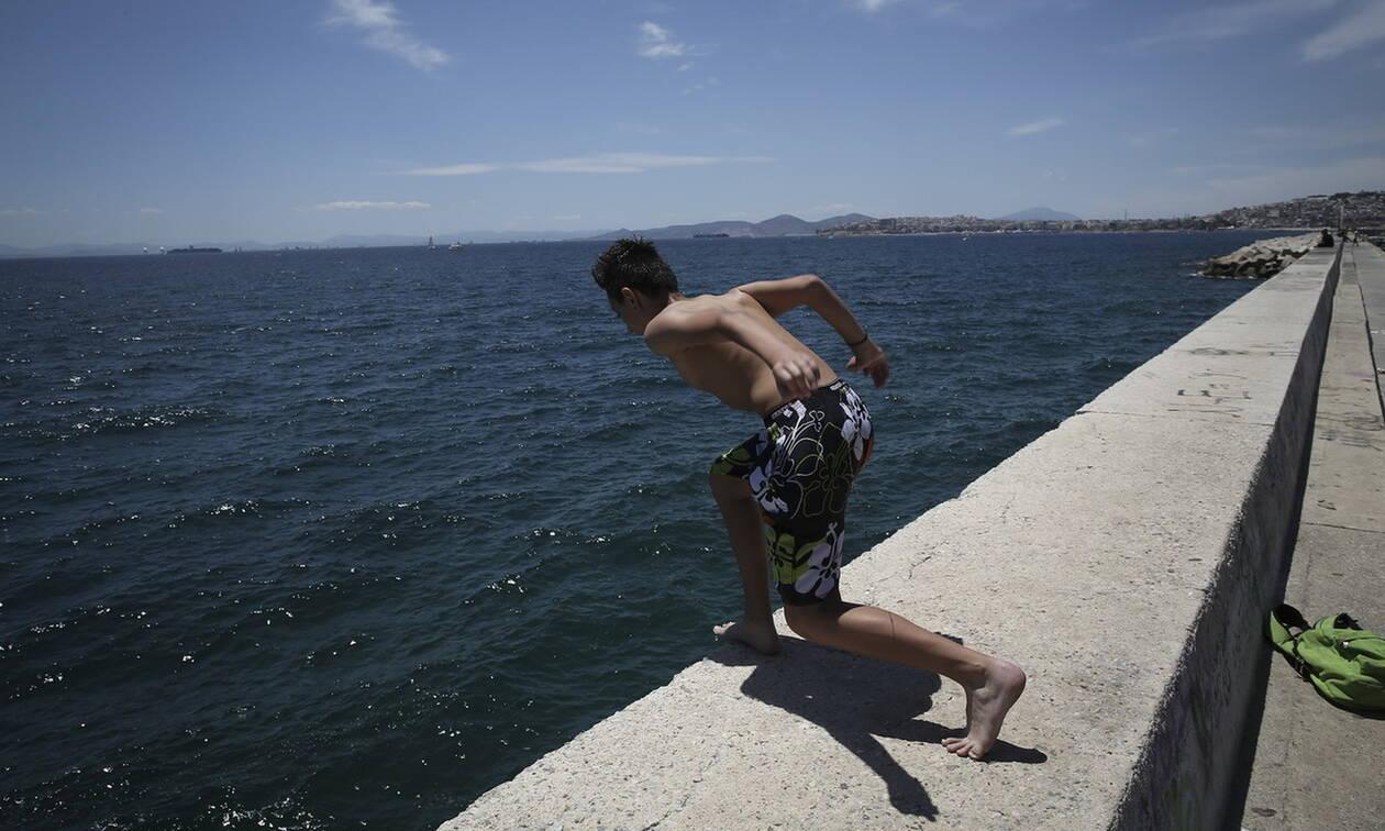 Θεσσαλονίκη: 15χρονος τραυματίστηκε την ώρα που έκανε βουτιά από προβλήτα στην Αγ. Τριάδα