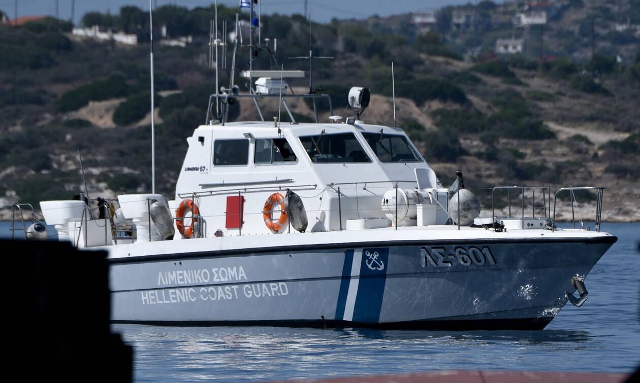 Σέριφος: Έρευνα του Λιμενικού για άνδρα που έπεσε στη θάλασσα και αγνοείται