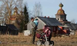 Минтруд РФ назвал выведение семей с детьми из бедности ключевой задачей правительства