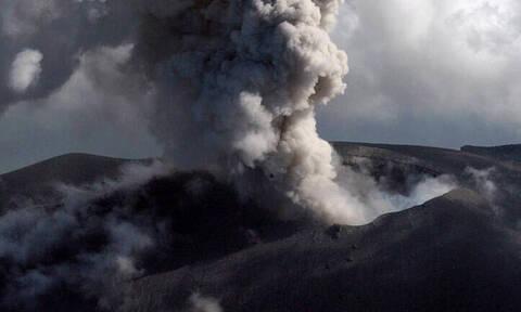 Συναγερμός στην Ιαπωνία: Το ηφαίστειο Ασάμα «ξύπνησε» και ετοιμάζεται να εκραγεί