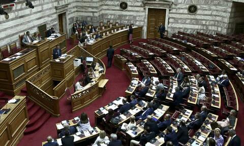 Βουλή: Εν μέσω έντασης και με τις ψήφους της ΝΔ πέρασε το νομοσχέδιο του Υπουργείο Εσωτερικών