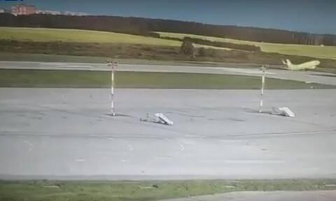 Τρόμος σε αεροδρόμιο: Boeing κόντεψε να χάσει τον έλεγχο στην απογείωση