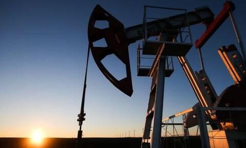 Нефть Brent подешевела до $57,27 за баррель после подорожания накануне