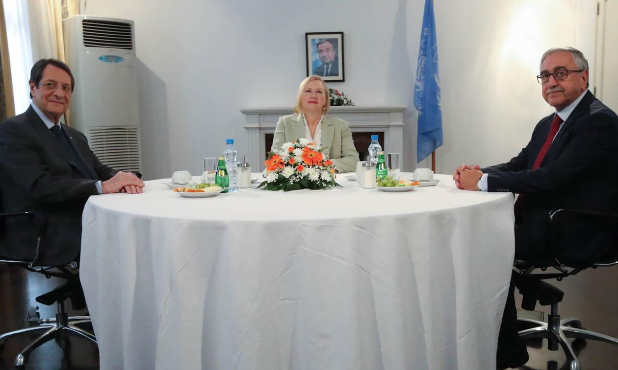 Ολοκληρώθηκε η συνάντηση Αναστασιάδη - Ακιντζί