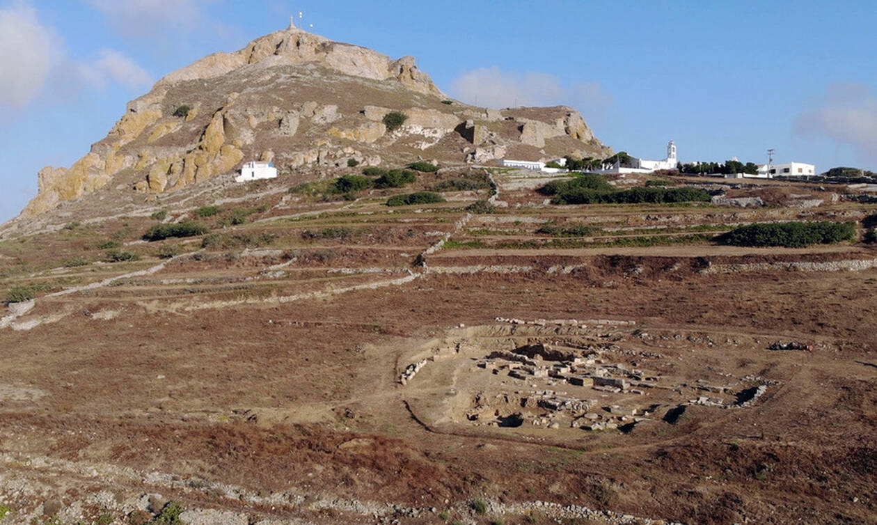 Classical era grave steles unearthed at Tinos ancient cemetery