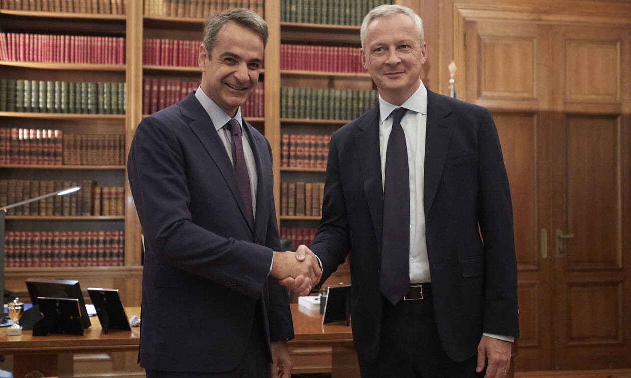 PM Mitsotakis meets with French Finance Minister Le Maire