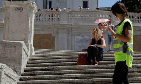 Προσοχή: Αν καθίσετε σε αυτά τα σκαλιά, θα πληρώσετε 400 ευρώ πρόστιμο!
