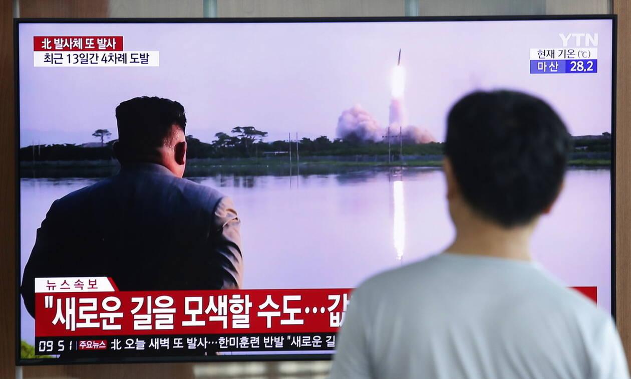 Βόρεια Κορέα: Σε νέες εκτοξεύσεις πυραύλων αγνώστου τύπου προχώρησε η Πιόνγκγιανγκ