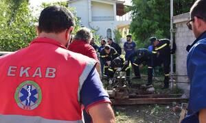 Τραγωδία στο Ρίο: Ένας νεκρός κι ένας τραυματίας από πτώση σε φρεάτιο (pics)