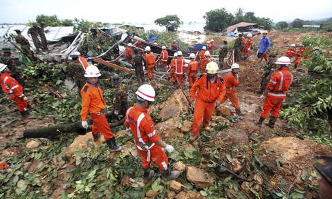 Τραγωδία στη Μιανμάρ: 41 νεκροί και δεκάδες αγνοούμενοι από κατολίσθηση (pics)