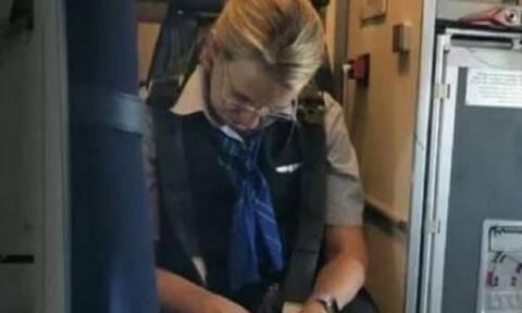 Επικό! Αεροσυνοδός έπεφτε πάνω στους επιβάτες γιατί ήταν τύφλα! (vid)