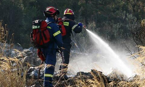 Φωτιά ΤΩΡΑ στο Μαρούσι: Υπό μερικό έλεγχο φωτιά σε ξερά χόρτα