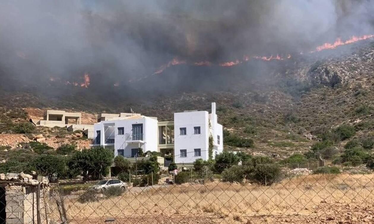 Strong winds rekindle fire on Elafonissos; Simos and Panagia evacuated