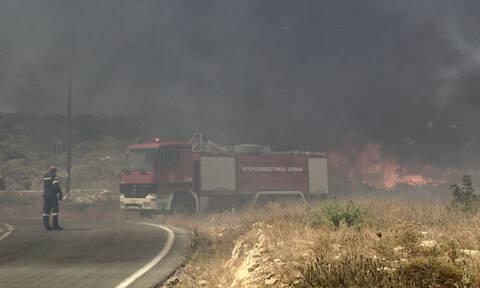 Φωτιά Ελαφόνησος: Μάχη με τις φλόγες και τους θυελλώδεις ανέμους– Εκκενώθηκε οικισμός