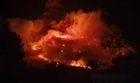 Άνοιξαν οι δρόμοι στον Υμηττό - Μάχη των πυροσβεστών να μη φτάσει η φωτιά στο δάσος Καισαριανής