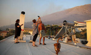 Φωτιά Υμηττός: «Ακούστηκαν εκρήξεις» υποστηρίζουν οι κάτοικοι