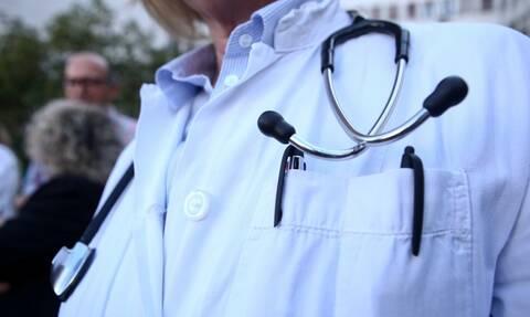 Αναστολή των κυρώσεων σε γιατρούς για παραβάσεις στη συνταγογράφηση ζητά ο ΙΣΑ