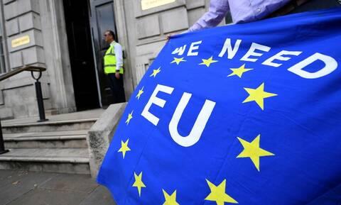 Οι Βρετανοί προετοιμάζονται για «σκληρό» Brexit… αδειάζοντας τα σούπερ-μάρκετ