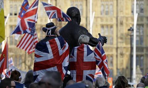 Έρευνα: Το 54% των ψηφοφόρων στη Βρετανία τάσσεται υπέρ της αποχώρησης από την ΕΕ