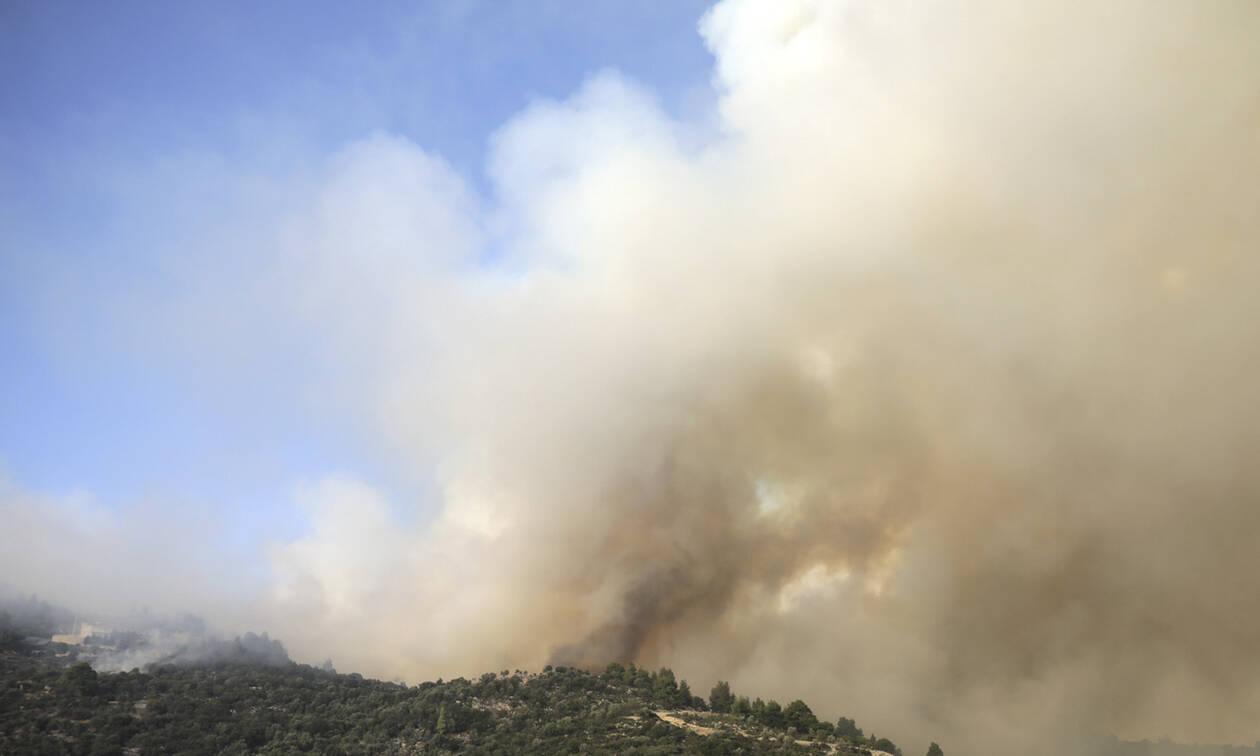 Φωτιά Εύβοια: Γιατί μύρισε καμένο όλη η Αθήνα;