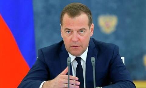 Медведев указал, на какие сферы стоит обратить внимание Роспотребнадзору