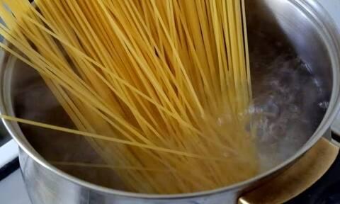 Εσύ μαγειρεύεις σωστά τα μακαρόνια; Αυτά είναι τα 5 λάθη που κάνουν όλοι (pics)