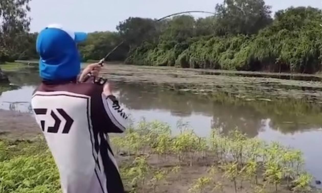 Πήγαν για ψάρεμα αλλά το έβαλαν στα πόδια για να σωθούν μόλις είδαν τι «έπιασαν» (vid)