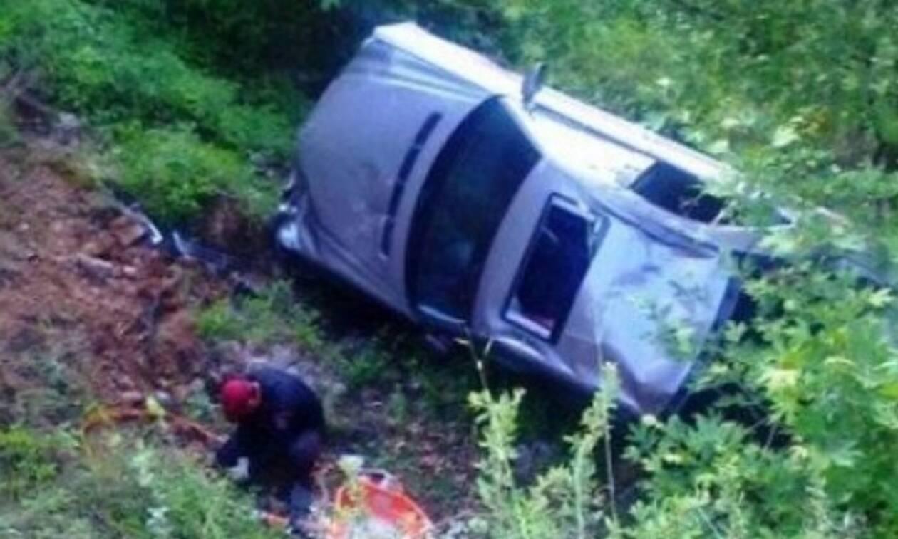Χανιά: Σοκαριστικές εικόνες - Αυτοκίνητο έπεσε σε γκρεμό 20 μέτρων