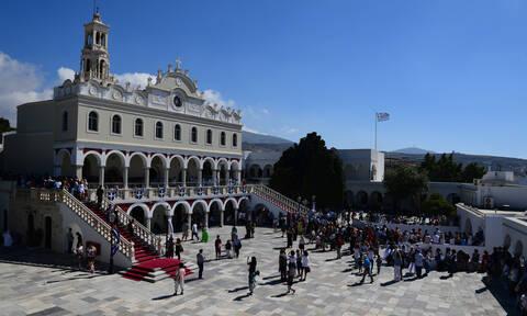 Live: Η αρχιερατική θεία λειτουργία στην Τήνο