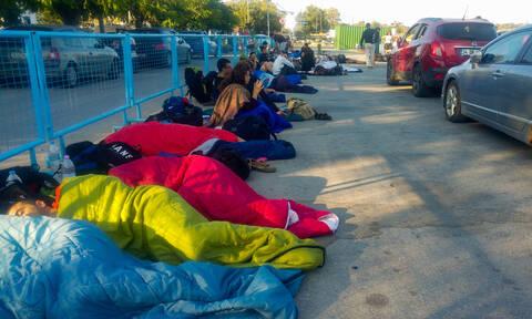 Σαμοθράκη: Απίστευτες εικόνες με τους εγκλωβισμένους στο λιμάνι – Αναχώρησαν 1.500 άτομα