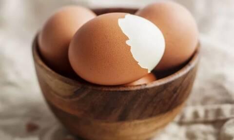 Προσοχή! Αν τρώτε έτσι τα αυγά, σταματήστε αμέσως! (pics)