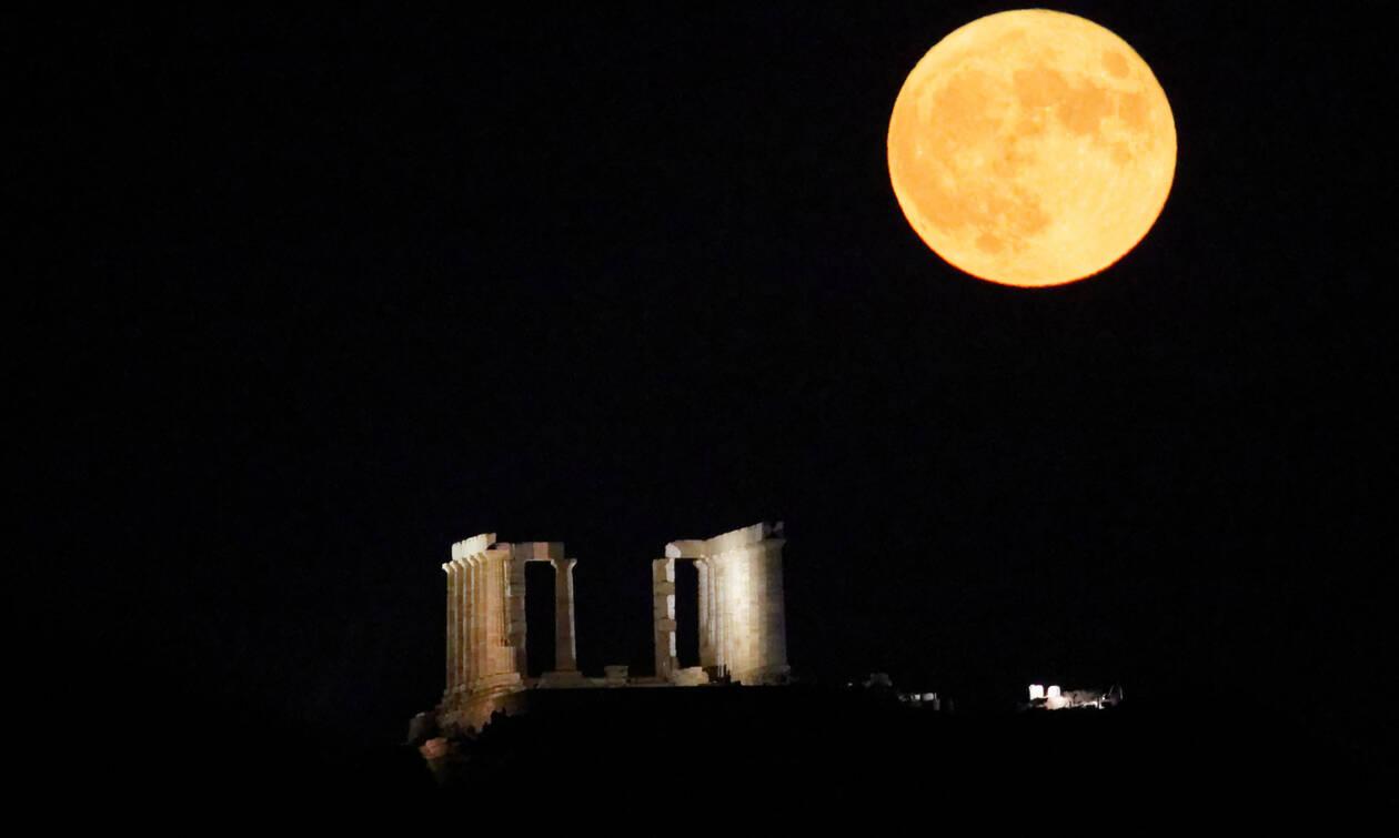 Μαγική πανσέληνος: Έλουσε με φως την Ελλάδα (pics)