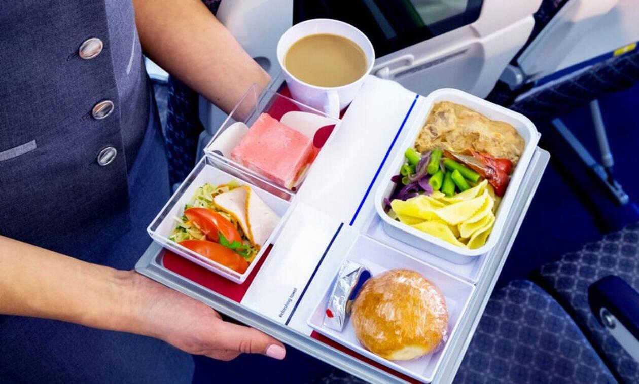 Μεγάλη αλήθεια: Ο λόγος που το φαγητό του αεροπλάνου δεν έχει ποτέ ωραία γεύση