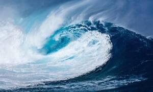 Πινακίδες προειδοποιούν για τσουνάμι σε ελληνικό νησί - Δείτε πού