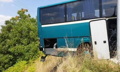 Γρεβενά: Λύθηκε χειρόφρενο σε ΚΤΕΛ - Παραλίγο να πέσει στον γκρεμό