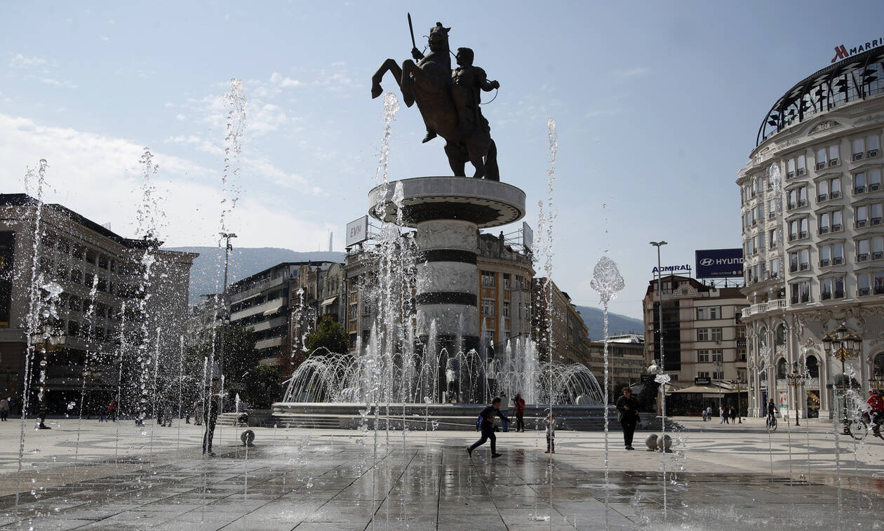 Σκόπια: Ξήλωσαν πινακίδες που λένε ότι ο Μέγας Αλέξανδρος είναι Έλληνας