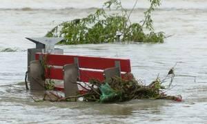 Τραγωδία: Ένας νεκρός από ξαφνικό μπουρίνι - Πλημμύρισαν δρόμοι και καταστήματα