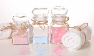 Γύρισες από τις καλοκαιρινές διακοπές; Δες πώς θα φτιάξεις μόνη σου scrub για βαθιά απολέπιση