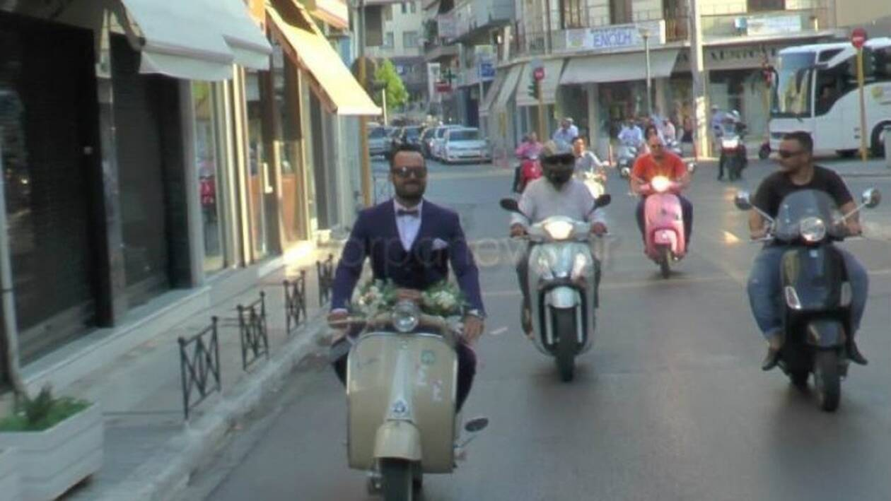 Χανιά: Ο γαμπρός με τη βέσπα που μαγνήτισε τα βλέμματα (pics&vid)