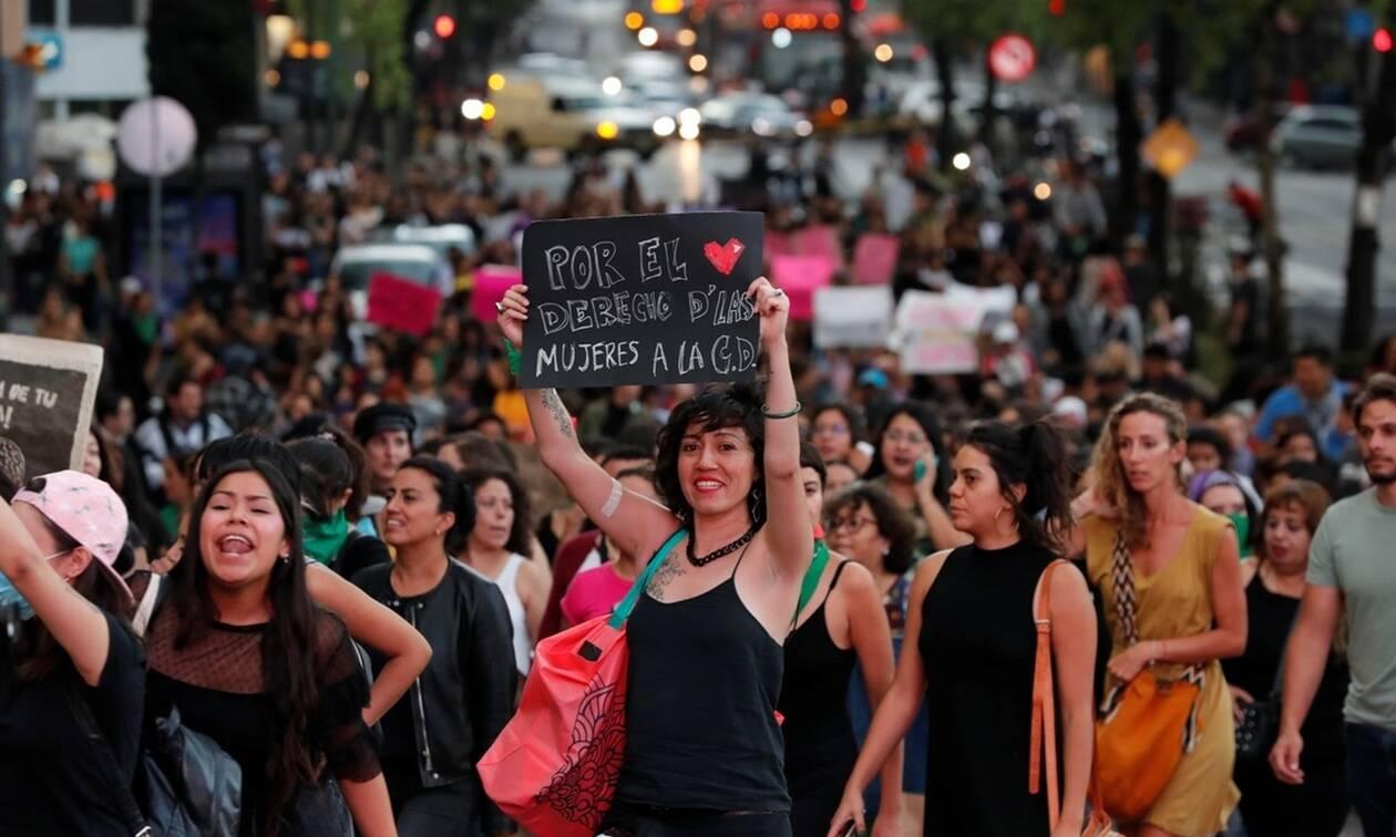 Μεξικό: Διαδήλωση διαμαρτυρίας μετά τις καταγγελίες για βιασμούς εφήβων κοριτσιών από αστυνομικούς