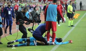 Τερματοφύλακας στην Τουρκία κατέρρευσε στο γήπεδο (video)