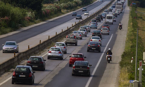ΤΩΡΑ: Μεγάλη καραμπόλα στην Εθνική Οδό Θεσσαλονίκης - Ν. Μουδανιών - Ουρές χιλιομέτρων