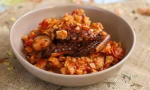 Η συνταγή της ημέρας: Χταπόδι στιφάδο με χυλοπίτες