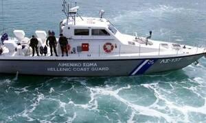 Επτά επιβάτες τουριστικού πλοίου τραυματίστηκαν στην Κάρπαθο από έντονο κυματισμό