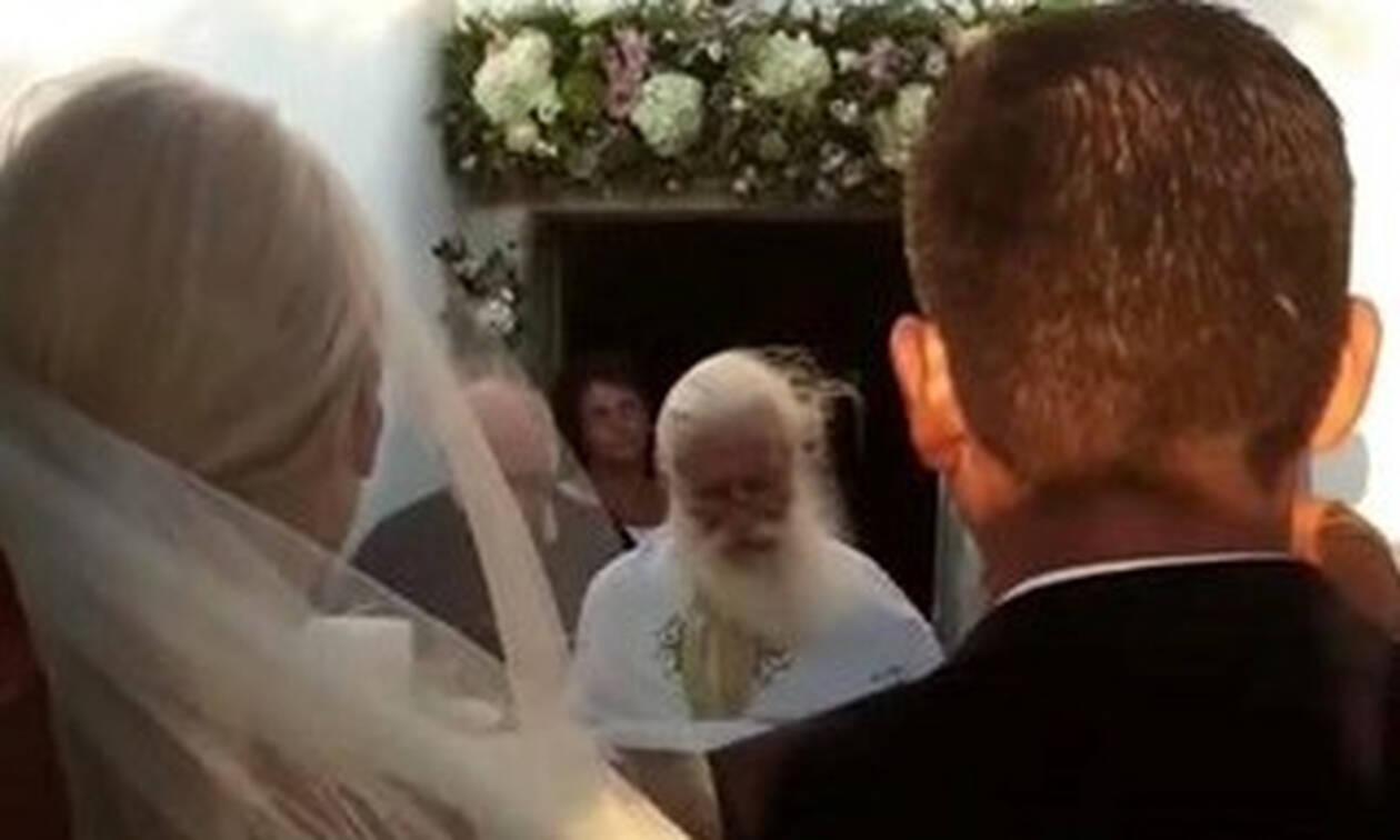 Just Married! Ο λαμπερός γάμος στην Πάρο δίπλα στη θάλασσα και η συγκίνηση! (Video+photos)