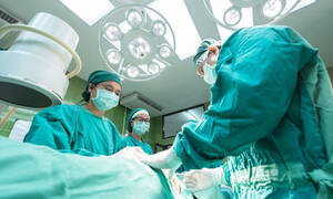 Πήγε στο νοσοκομείο με πόνο στα νεφρά - Οι γιατροί έπαθαν ΣΟΚ μόλις ανακάλυψαν τι είχε